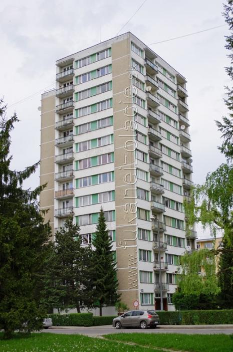 Zateplenie bytového domu v Považskej Bystrici fúkanou izoláciou