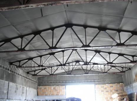 Skladová hala - zateplenie strechy fúkanou izoláciou